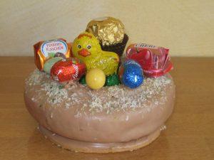 Baumkuchen Osternest mit Süßigkeiten