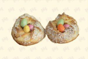 Makronen-Osternest mit Zucker-Eiern